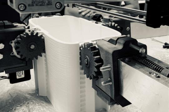 Lo spider-robot che costruisce strutture metalliche con una stampante 3D